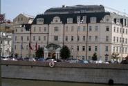 В этом здании Александрхауз наш офис