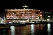 А это Гранд-Отель, в него бы попасть!