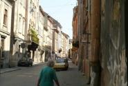 Местные жители на улицах.