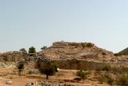 На горе - древний циклопический Акрополь.