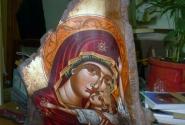 Икона на куске дерева - стоимость от 300 Евро.