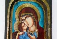 Эта икона чуть дешевле. Мастер постится 40 дней, прежде чем приступиь к исполнению святых ликов.
