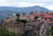 Вид со смотровой площадки на монастыри и горы...
