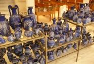 Греческий фарфор в сине-золотой гамме.