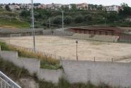 слева от отеля стадион