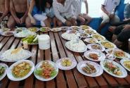обед  на кораблике