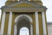 На входе в Ризоположенский монастырь