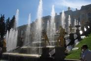 Комплекс состоит из 64  фонтанов-скульптур