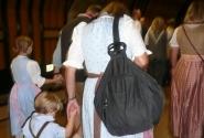 Баварцы в метро. Национальные костюмы надевают и на младенцев и старичков) ну а здесь типичная семья