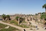 Вид на Карнаку сверху отличный, покупается за фунт для военного, охраняющего храм