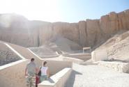 Вот такие пещеры в гробницы были найдены, но, к сожалени, вначале ворами, а потом археологами
