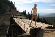 Подруга высоко в горах