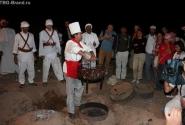 """откопанная"" из-под песка еда :) мясо :)(фотка от Aleksandrina.com)"