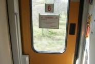 вагон Intercity, выход и кнопка выхода