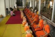 КаждыйТаец должен хоть раз в  жизни  побыть месяц  монахом