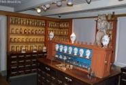Тут целая коллекция чего-то хорошего... может -чаев, а может аптекарских дел бутыльков