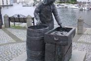 Памятник труженице