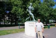 У памятника Пааво Нурми