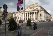 Да, да... Это Национальный театр Баварии. Я не знаю сколько ему лет. И кто у кого слямзил площадь с театром..., но в Москве театральная площадь лучше )