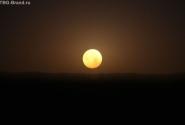 ОАЭ. Заход луны
