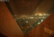 ОАЭ. Дубай. Вид на Дубай из окна бараVu's на 51 этаже Emirates Tower Hotel