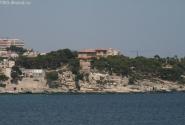 На минуточку...летняя резиденция короля Испании (домик с красной крышей)