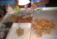 деликатесы на Khaosan Rd. в Бангкоке