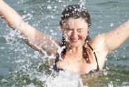 вода - около 10 градусов тепла... Это ожог, это дикий восторг!