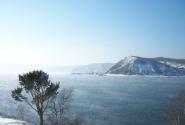 в полукилометре от места предыдущего фото... из Байкала вытекает Ангара