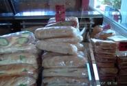 Такие сэндвичи - очень вкусные - можно купить везде - от 8 до 20 кун - в зависимости от размера и начинки.