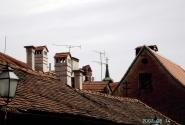 Просто... крыши. Красная крвша - говорят хорваты - означает благополучие, причем не только в финансах, но и духовное