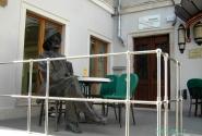 Здесь бывал автор Улисса, в честь которого названо кафе - James Joyce