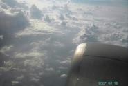 Золотая змейка реки под облаками