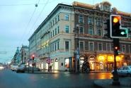Отель на углу  Невского и улицы Бродского.