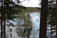 Вид на озеро от памятника