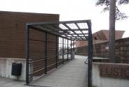Вход на территорию комплекса. Слева - музей, справа - ресторан