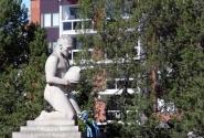 Памятник вблизи