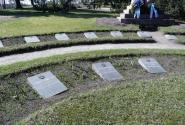 Надгробные плиты - грустно всегда, но эти - особенно