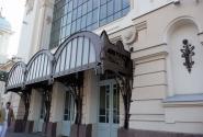 Этот вход, ведущий в самый красивый вестибюль сейчас закрыт :(