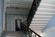 Лестница и зеркало на своем историческом месте на втором - родительском - этаже