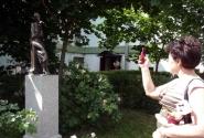 Веточка на руках у мамы Ирмы и Ахматова