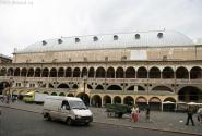 Палаццо Раджоне, бывшее здание суда.