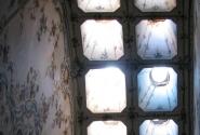 Так освещались коридоры дворца.