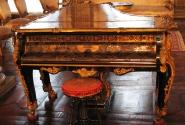 Очень подмывало сесть за рояль и попробовать, как он звучит...