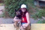 Я с собакой по имени Дина.