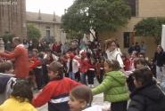 Испанская деревня. В свободную минуту - весёлый хоровод