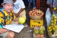 Уличная торговля Монтего-Бея (остров Ямайка) Акки и хлебный плод