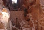 стенка, чтобы собирать дождевую воду