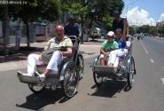 белый человек на рикше