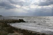 Слева - Черное море. Почувствуйте разницу :о)